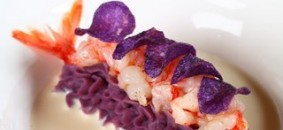 """""""La patata viola, il gambero rosso e il Franciacorta"""". Piatto di Stefano Cerveni, ristorante Due Colombe"""