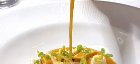 Plin di crostacei e di spinaci in brodetto mediterraneo