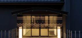 Yubune bathhouse entrance  by Tomohiro Sakashita
